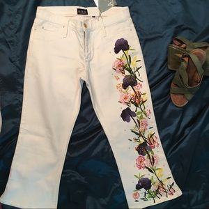 NWT• ABS BY Allen Schwartz white cropped jeans